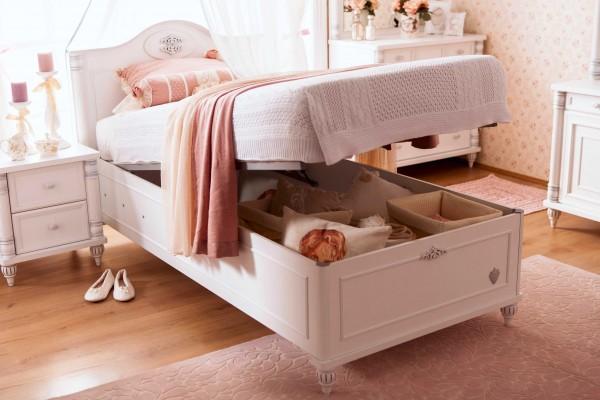 Romantic Bett mit Bettkasten